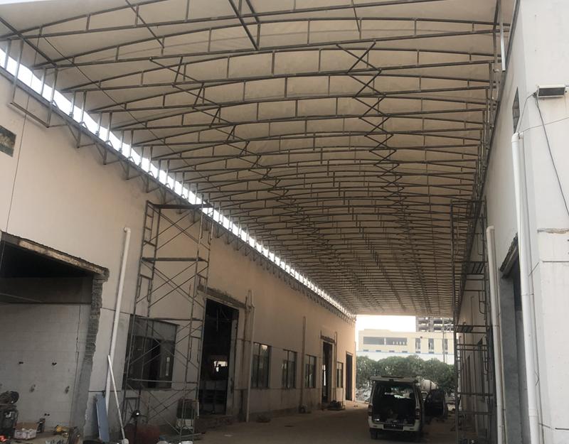 厂房屋顶电动折叠活动推拉雨棚.jpg